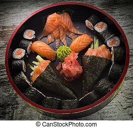 Sushi roll with nigiri and temaki.