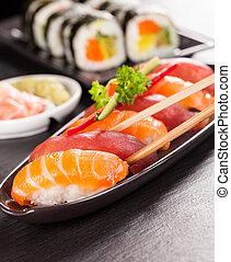 sushi, saumon, rouleaux, délicieux