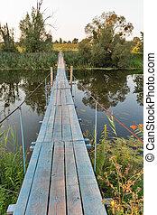 suspendido, puente peatonal, encima, el, río, ros, ukraine.