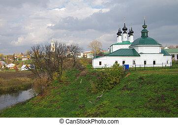 Suzdal, Church of the Entry Into Jerusalem and Pyatnitskaya Chur