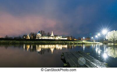 suzdal, russia., natividad, catedral, de, suzdal, kremlin, por la noche, en, verano
