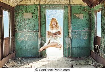 sväv, redhead, kvinna, med, bok