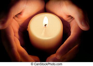 svíčka, mezi, ta, ruce