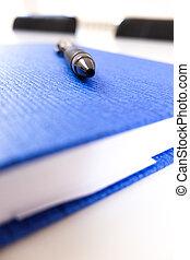 svart, penna, på, den, blå, anteckningsblock