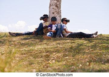 svartvitt, teenagers, leka, virtuell realitet, i park