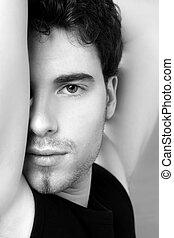 svartvitt, ung man, vett porträtt