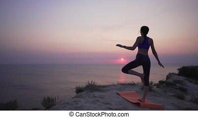 svelte, essayer, yoga, yoga, apprendre, difficultés, mer, ...