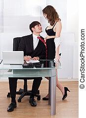 svestito, donna d'affari, tirare, capo, verso, stesso, in, ufficio