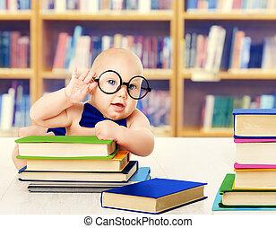 sviluppo, educazione, leggere, biblioteca, presto, libri, libro, bambino, occhiali, far male, capretto