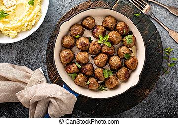 Swedish meatballs in a cast iron pan - Swedish meatballs ...