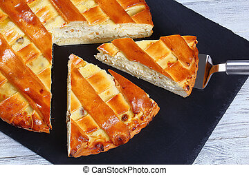 sweet cottage cheese pie with raisins