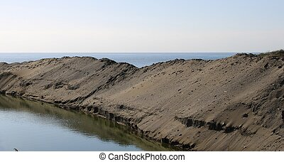 Sweet water channel that is poured into the sea in the province of Almer?a