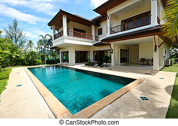 Swimming pool - Modern home with a large swimming pool.