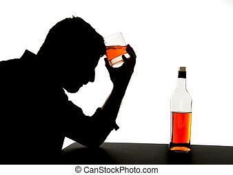 sylwetka, alkoholik, przygnębiony, pijany, whisky, pijąca...