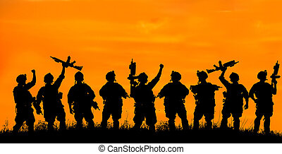 sylwetka, drużyna, oficerowie, bro, wojskowy, wojsko, albo, sunset.