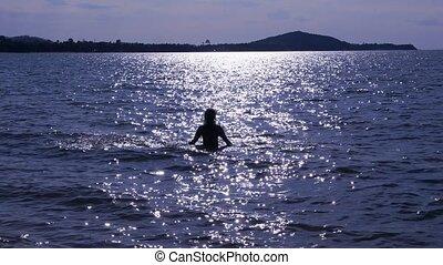 sylwetka, młody, skokowy, zachód słońca, morze, dziewczyna