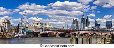 sylwetka na tle nieba, od, londyn, zabudowanie, i, mosty, na, przedimek określony przed rzeczownikami, tamiza
