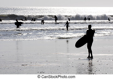 sylwetka, od, niejaki, surfer
