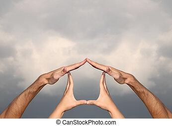symbol, hjem stillede, af, hænder på, skyet himmel