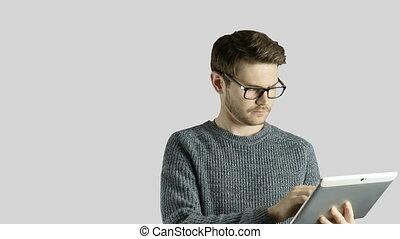 symbolique, forme, toucher, tablette, créatif, animation, hipster, numérique, blanc, obtient, intelligent, autour de, sauts, lampes, fond, dessin animé, lui, homme, ipad, coloré, haut, idée, penser
