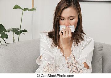 Symptoms of allergic rhinitis in women