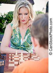 synes kvinde, spille chess