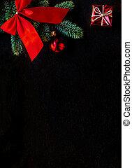 synhåll, gran, svart, board., bakgrund, copyspace., mörk, jul, röd, träd, utsmyckningar, topp, filial