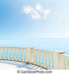 synhåll, till, den, hav, från, a, balkong, under, mulen himmel
