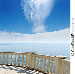 synhåll, till, den, svarta havet, från, a, balkong, under, mulen himmel