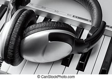 synthesizer, headphones, toetsenbord