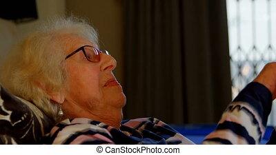 sypialnia, kobieta, tabliczka, używając, 4k, senior, cyfrowy