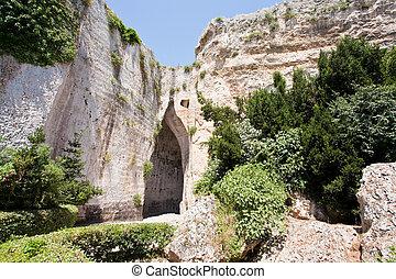 syracuse, oreja, dionysius, cueva, italia