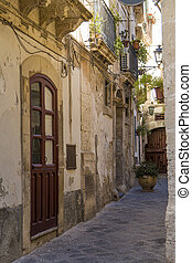 Syracuse street - Narrow street in Syracuse, Sicily