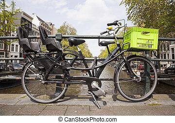 szállít, bicikli, helyett, gyerekek, és, drogéria, képben látható, bridzs, alatt, amszterdam