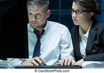 számítógép, dolgozó