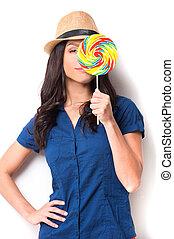 szépség, noha, candy., vidám, fiatal, gyönyörű woman, alatt, beijedt, kalap, birtok, cukorka, cukorka, előtt, neki, szem, és, mosolygós, időz, álló, ellen, white háttér