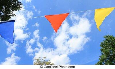 színes, ünnepies, zászlók