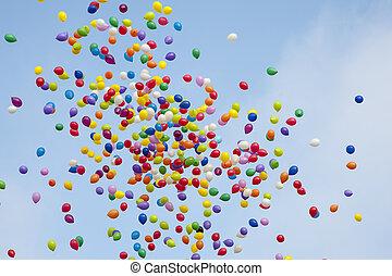 színes, baloons, alatt, a, ég
