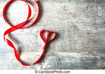 szív alakzat, piros szalag