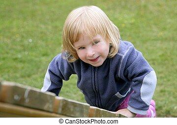 szőke, imádnivaló, kicsi lány, játék, játszótér