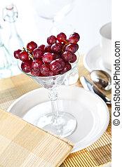 szőlő, alatt, egy, koktél pohár