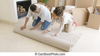 szőnyeg, épület, párosít, lépés, fiatal, feláll, ők, gördülő