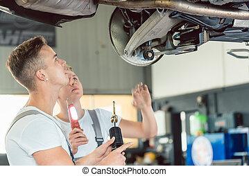 szakképzett, absorbers, helyettesít, autó, rázkódás, műhely, szerelő, autó