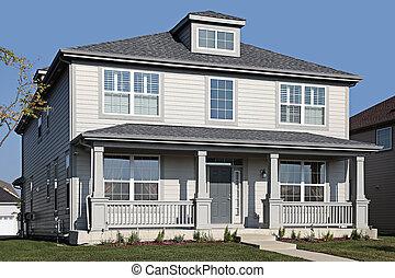 szary, dom, z, frontowy portyk