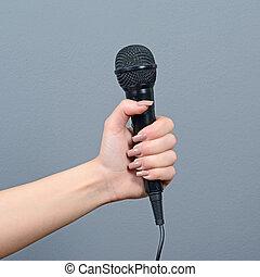 szary, mikrofon, dzierżawa, przeciw, ręka, tło