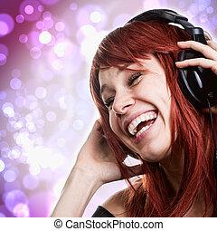 szczęśliwa kobieta, mająca zabawa, z, muzyka, słuchawki