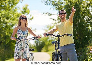 szczęśliwa para, bicycles, młody, outdoors