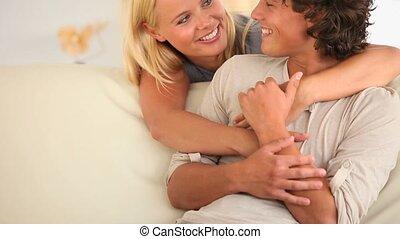 szczęśliwa para, mówiąc
