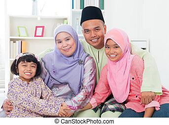 szczęśliwa rodzina, home., asian
