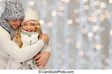 szczęśliwa rodzina, para, w, zima ubranie, tulenie